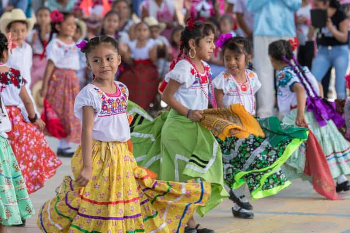 Nghệ nhân Mexico cáo buộc Zara chiếm đoạt văn hóa Ảnh 2