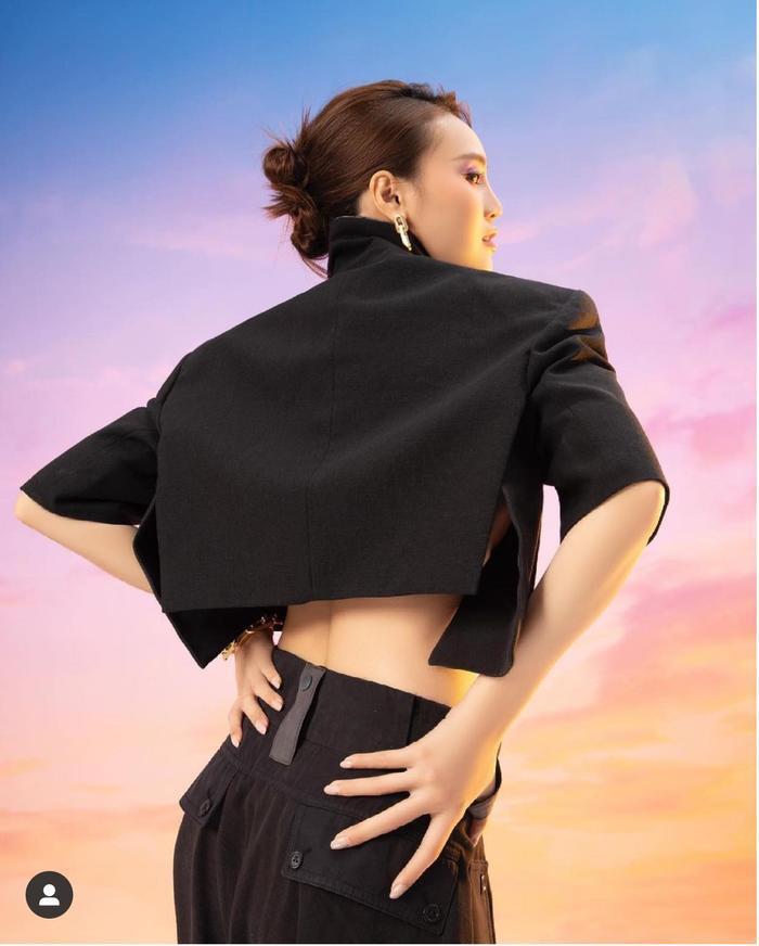 Bị chê bai quê mùa, Ninh Dương Lan Ngọc 'phục thù' bằng bộ ảnh thời trang xịn sò hết nấc Ảnh 3