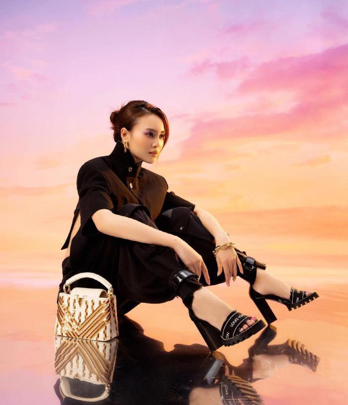 Bị chê bai quê mùa, Ninh Dương Lan Ngọc 'phục thù' bằng bộ ảnh thời trang xịn sò hết nấc Ảnh 1