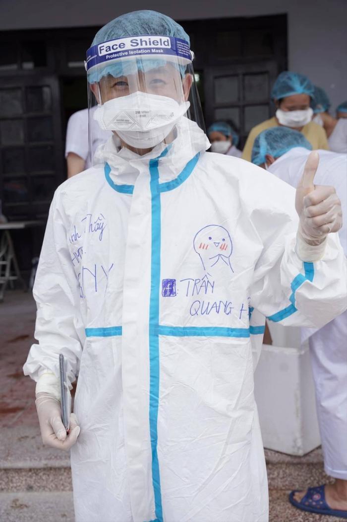 Tham gia chống dịch tại Bắc Giang, thầy giáo không quên giới thiệu đang 'F.A' khiến hội chị em thích thú Ảnh 2