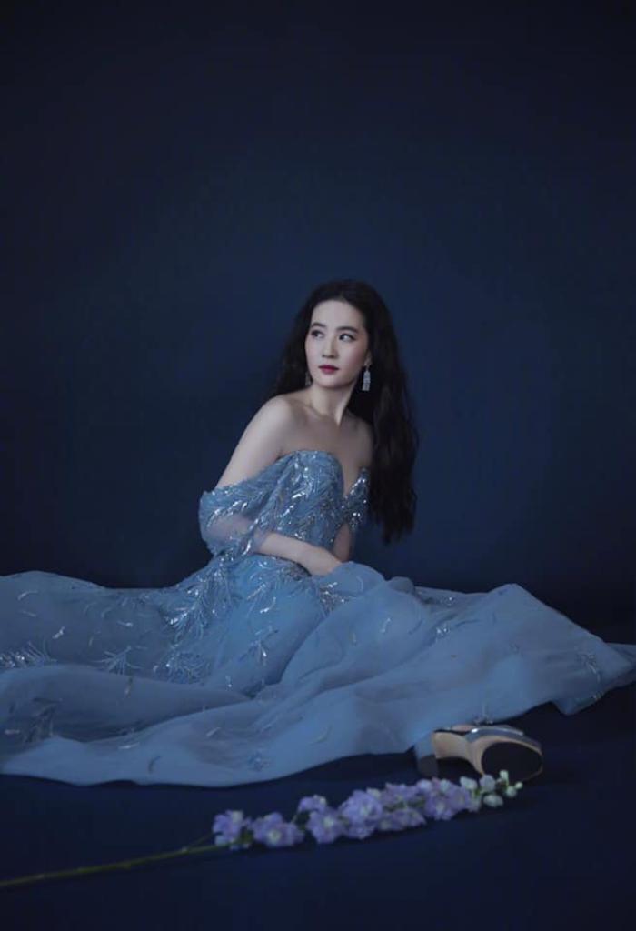 Lưu Diệc Phi diện váy trễ nải vòng 1 quyến rũ khiến fan 'u mê không lối thoát' Ảnh 3