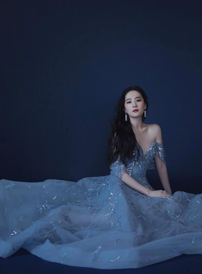 Lưu Diệc Phi diện váy trễ nải vòng 1 quyến rũ khiến fan 'u mê không lối thoát' Ảnh 2
