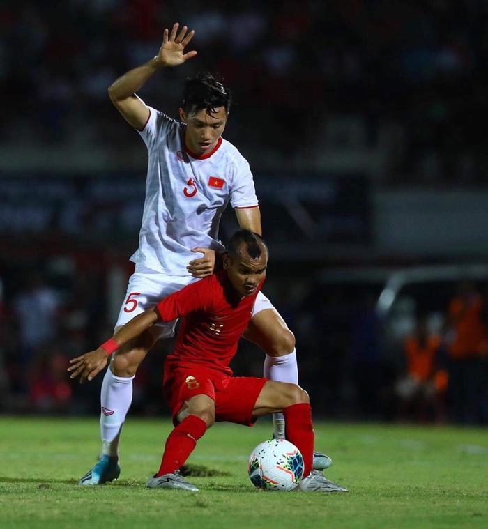 Chơi xấu xí trước giờ bóng lăn, nhiều CĐV Indonesia 'tấn công' Đoàn Văn Hậu Ảnh 1