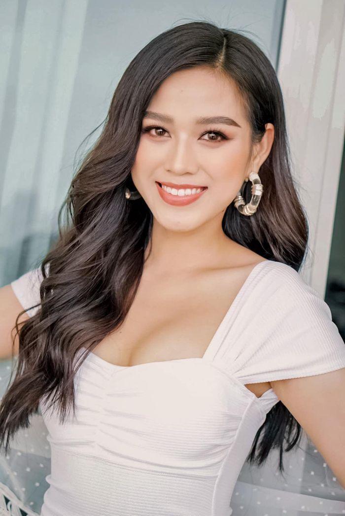 Fan 'choáng' khi phát hiện 'chị em song sinh' là Hoa hậu Quốc tế của Đỗ Thị Hà Ảnh 2