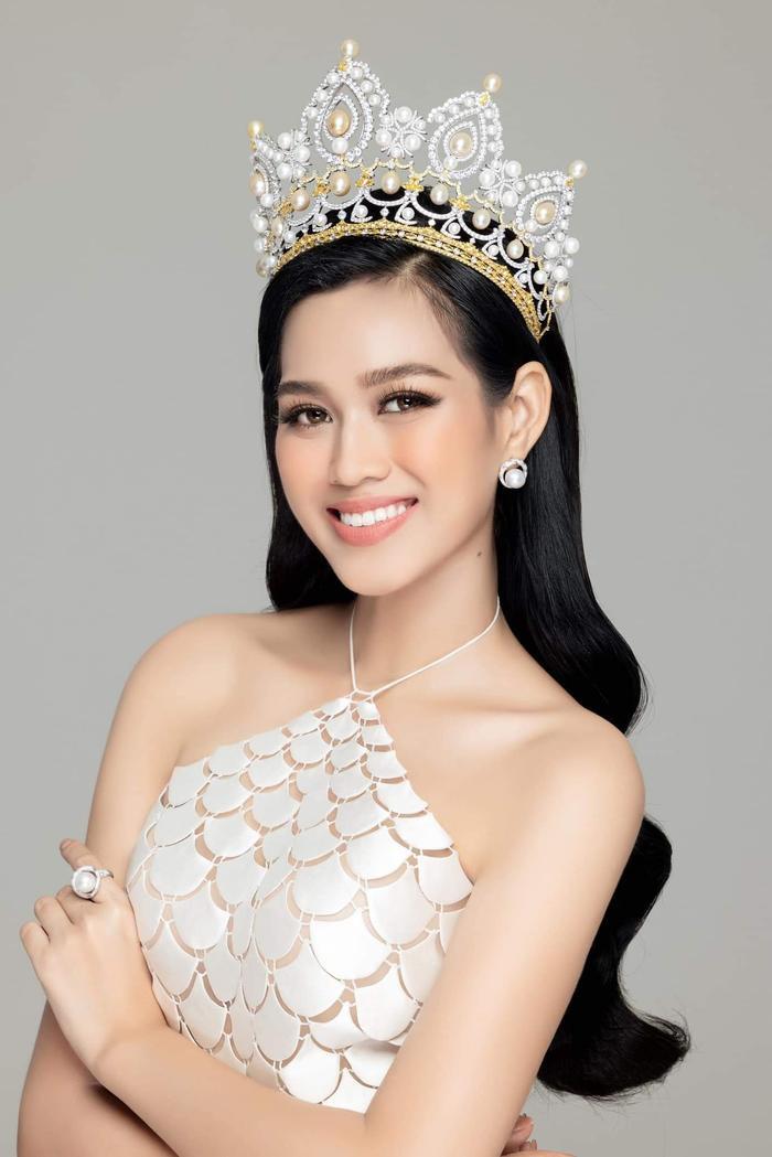 Fan 'choáng' khi phát hiện 'chị em song sinh' là Hoa hậu Quốc tế của Đỗ Thị Hà Ảnh 1