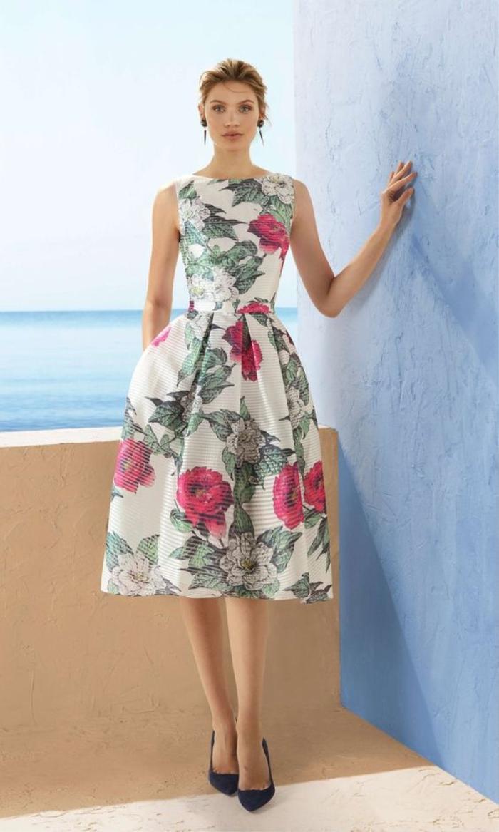 5 kiểu váy hoa 'kinh điển' không thể bỏ qua trong mùa hè Ảnh 2