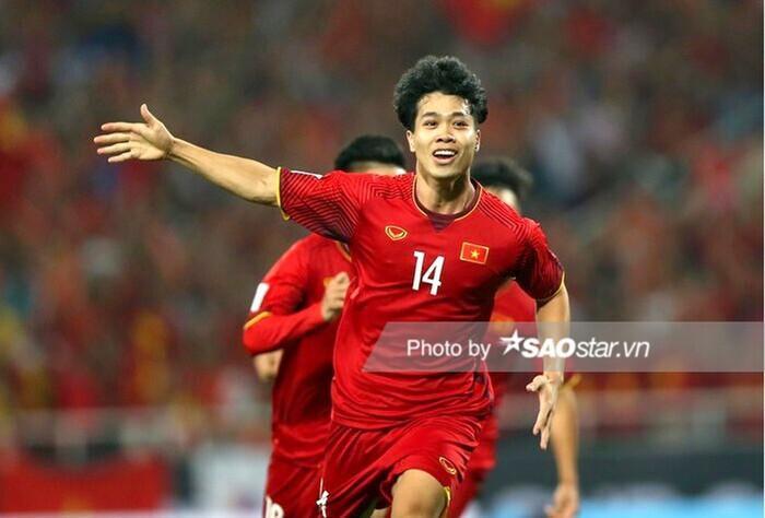 Đông Nhi khoe ảnh bé Winnie 'cởi trần' ăn mừng chiến thắng của đội tuyển bóng đá Việt Nam Ảnh 1