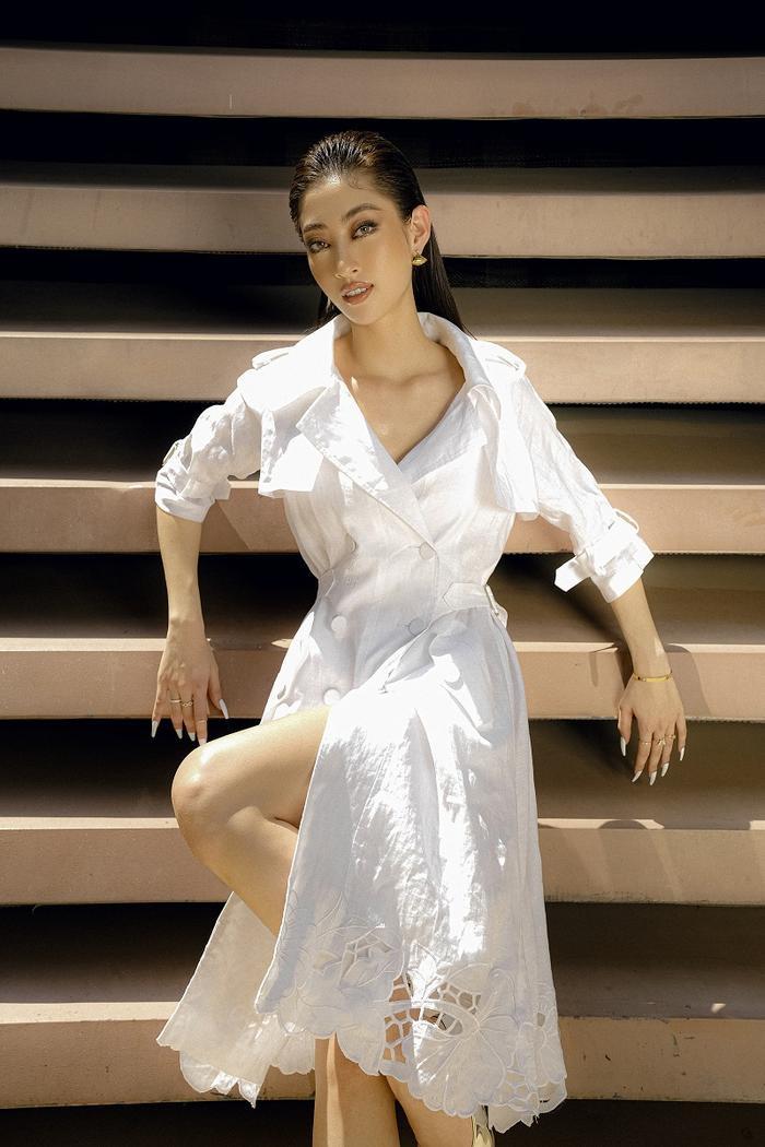 Hoa hậu Lương Thùy Linh khoe eo thon, ngực đầy trong loạt trang phục trắng tinh khiết Ảnh 6