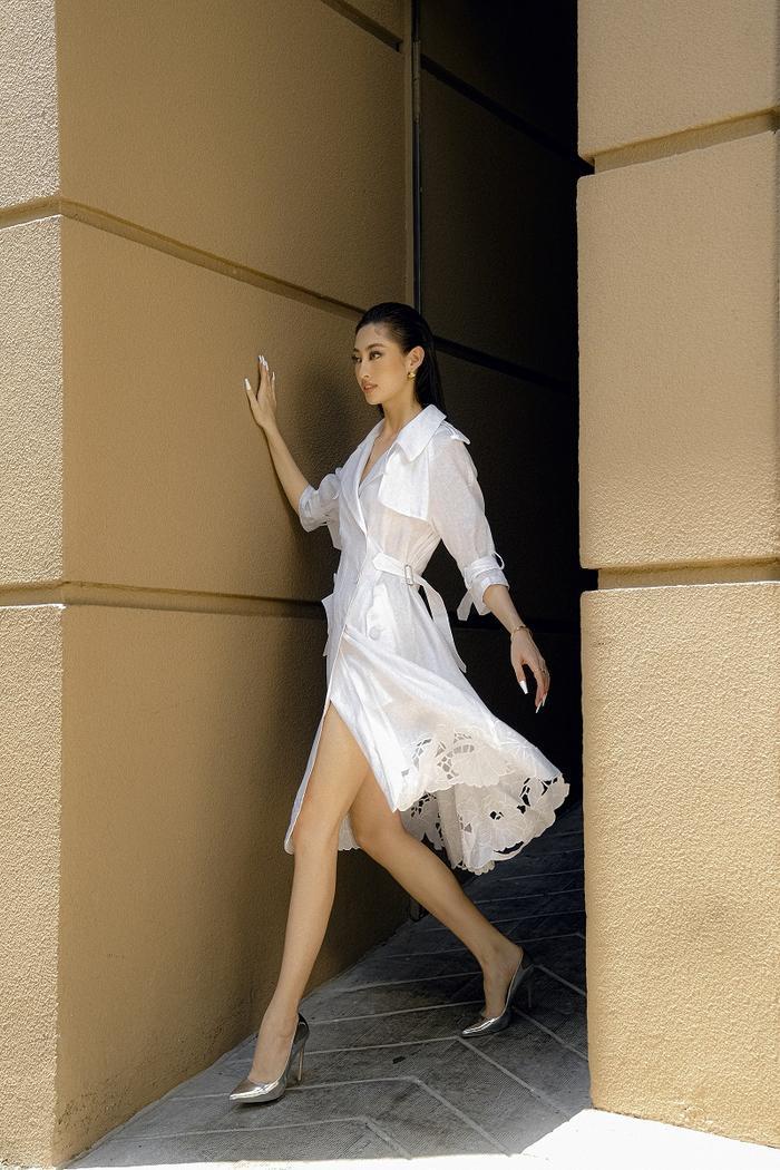 Hoa hậu Lương Thùy Linh khoe eo thon, ngực đầy trong loạt trang phục trắng tinh khiết Ảnh 10