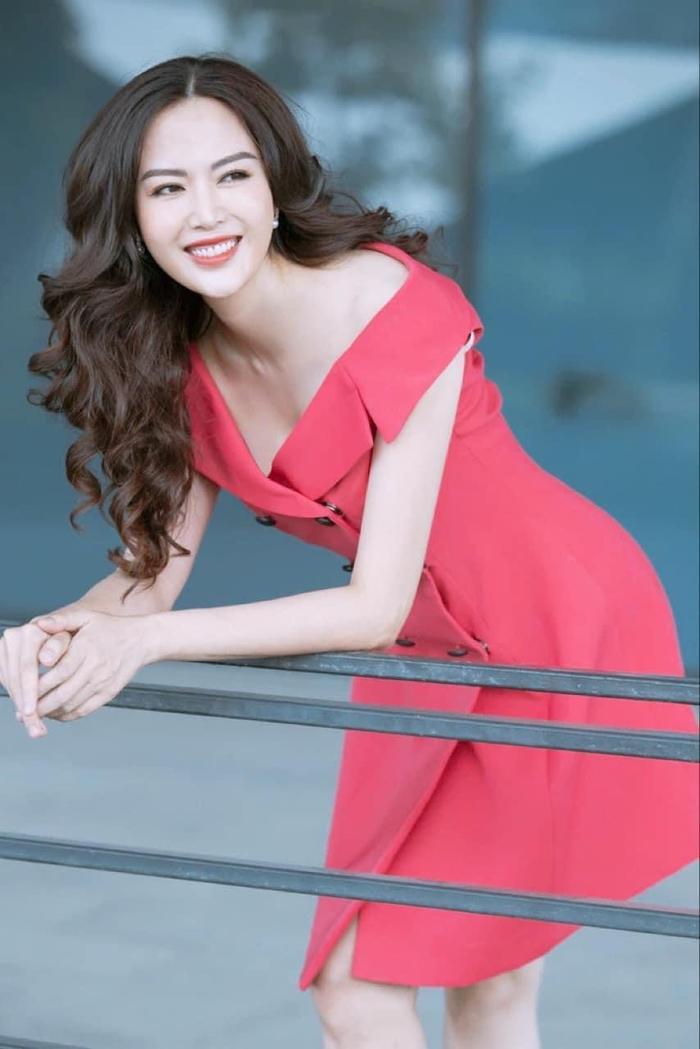 Tang lễ đẫm nước mắt của Hoa hậu Thu Thủy: Dòng người bật khóc tiễn đưa một 'hồng nhan bạc phận' Ảnh 11