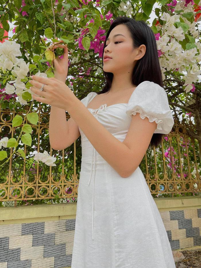 Đỗ Thị Hà nhận cơn mưa lời khen vì nhan sắc xinh đẹp khi khoe ảnh chụp tại nhà Ảnh 2