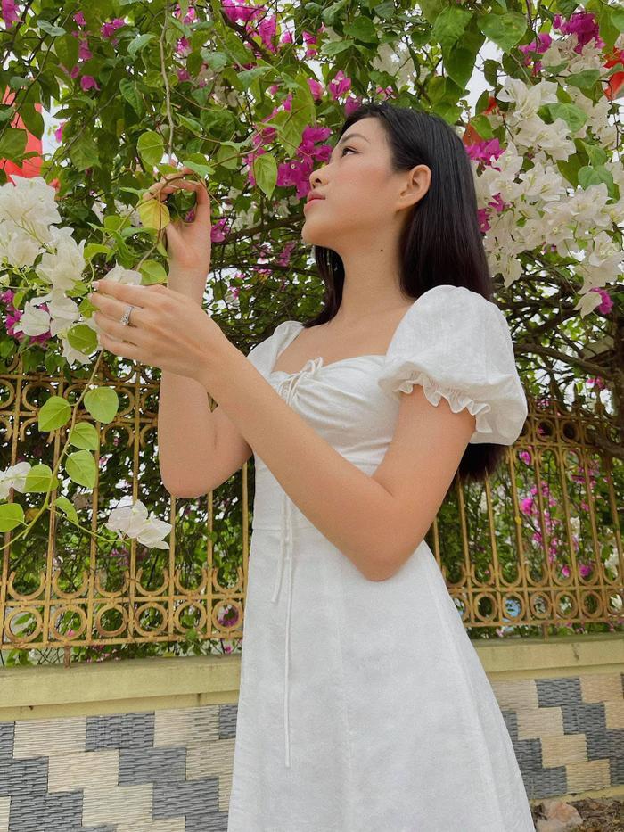 Đỗ Thị Hà nhận cơn mưa lời khen vì nhan sắc xinh đẹp khi khoe ảnh chụp tại nhà Ảnh 3