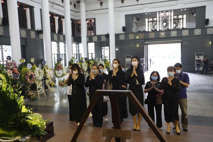 Đỗ Mỹ Linh, Ngọc Hân nén lòng trong tang lễ Hoa hậu Thu Thủy: Ai nấy đều nghẹn ngào, thương xót Ảnh 4