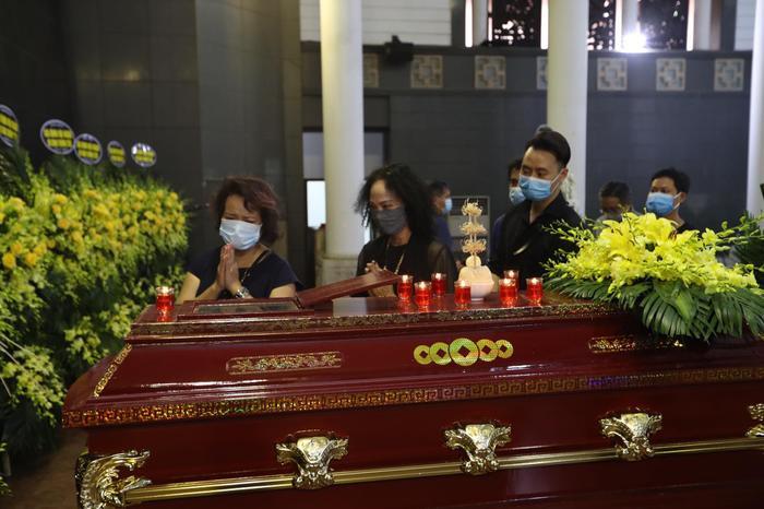 Đỗ Mỹ Linh, Ngọc Hân nén lòng trong tang lễ Hoa hậu Thu Thủy: Ai nấy cũng đều nghẹn ngào, thương xót Ảnh 9