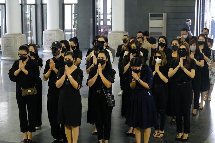 Đỗ Mỹ Linh, Ngọc Hân nén lòng trong tang lễ Hoa hậu Thu Thủy: Ai nấy đều nghẹn ngào, thương xót Ảnh 9