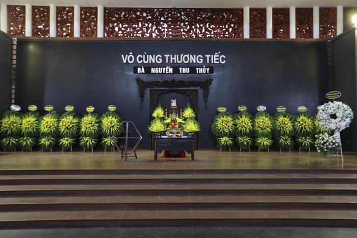 Đỗ Mỹ Linh, Ngọc Hân nén lòng trong tang lễ Hoa hậu Thu Thủy: Ai nấy cũng đều nghẹn ngào, thương xót Ảnh 1
