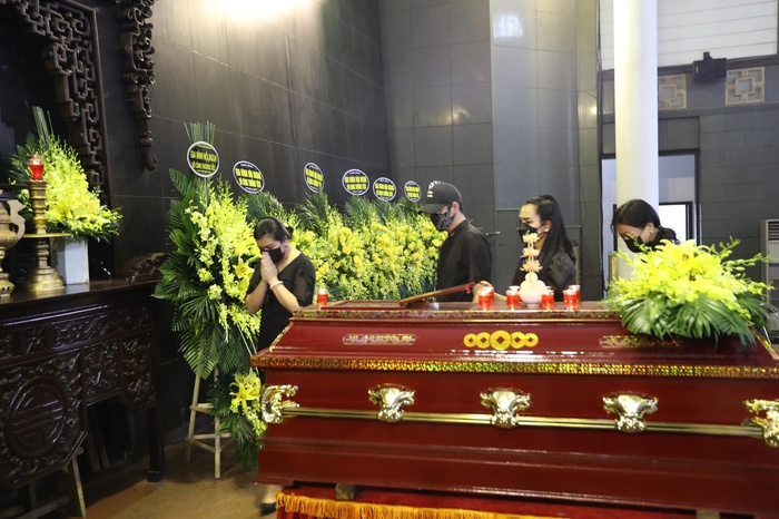 Đỗ Mỹ Linh, Ngọc Hân nén lòng trong tang lễ Hoa hậu Thu Thủy: Ai nấy cũng đều nghẹn ngào, thương xót Ảnh 6