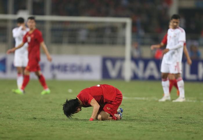 Rũ bỏ đặc sản đá xấu, Việt Nam thắng đẹp 'võ sĩ' Indonesia: Cảm ơn bầu Đức! Ảnh 1