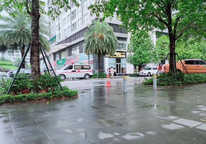 Hà Nội: Người phụ nữ nghi rơi từ tầng 18 chung cư Park 8 Times City xuống đất tử vong Ảnh 1