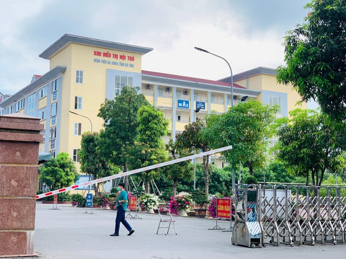 Bệnh viện đa khoa tỉnh Hà Tĩnh hoạt động bình thường sau 1 ngày phong tỏa Ảnh 1