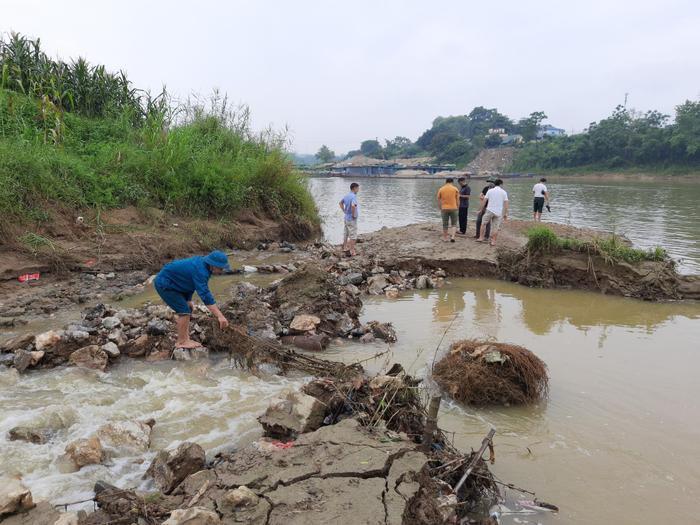 Tuyên Quang: Phát hiện 3 quả bom 'khủng' nặng hàng trăm kg còn sót lại sau chiến tranh Ảnh 1