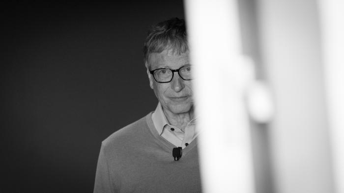Bill Gates bị tố 'đi làm bằng xe Mercedes, hẹn hò bằng siêu xe Porsche' Ảnh 1