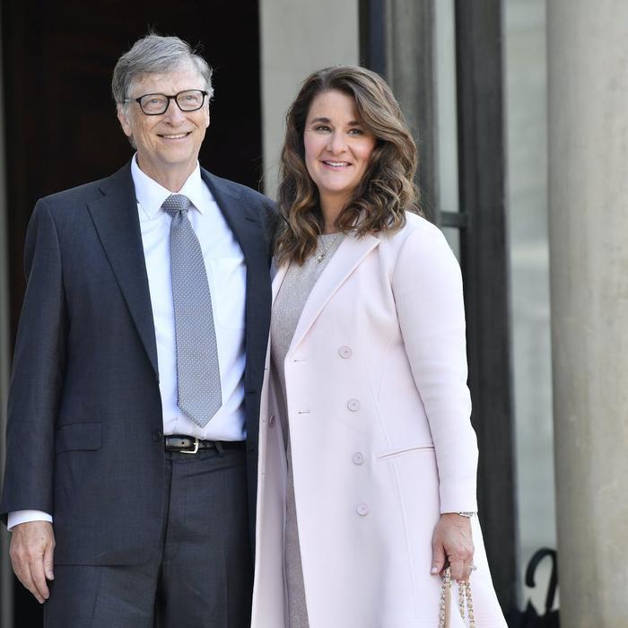 Bill Gates bị tố 'đi làm bằng xe Mercedes, hẹn hò bằng siêu xe Porsche' Ảnh 4