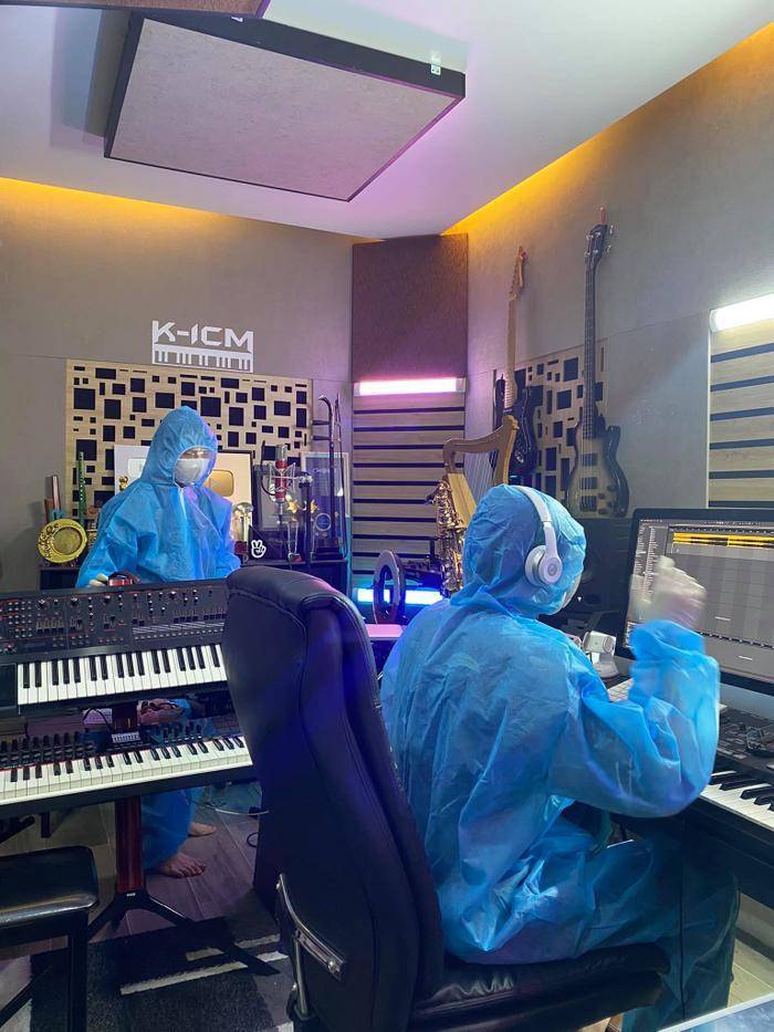 Thích thú khoảnh khắc K-ICM và đồng đội thu âm style 'mùa dịch' Ảnh 1