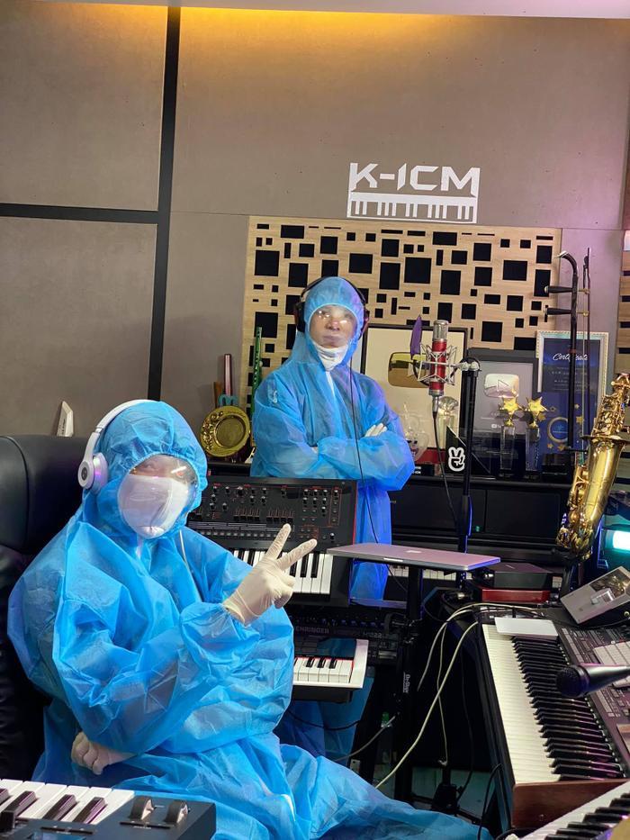 Thích thú khoảnh khắc K-ICM và đồng đội thu âm style 'mùa dịch' Ảnh 2