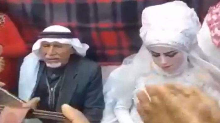 Người đàn ông kết hôn lần thứ 37 trước mặt 28 người vợ, 135 người còn và 126 người cháu Ảnh 1