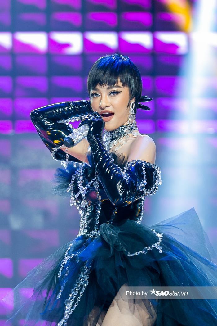 Hát hit của Binz, Lona Kiều Loan khiến Khắc Hưng thốt lên: 'Anh không nghĩ em là Hoa hậu' Ảnh 3