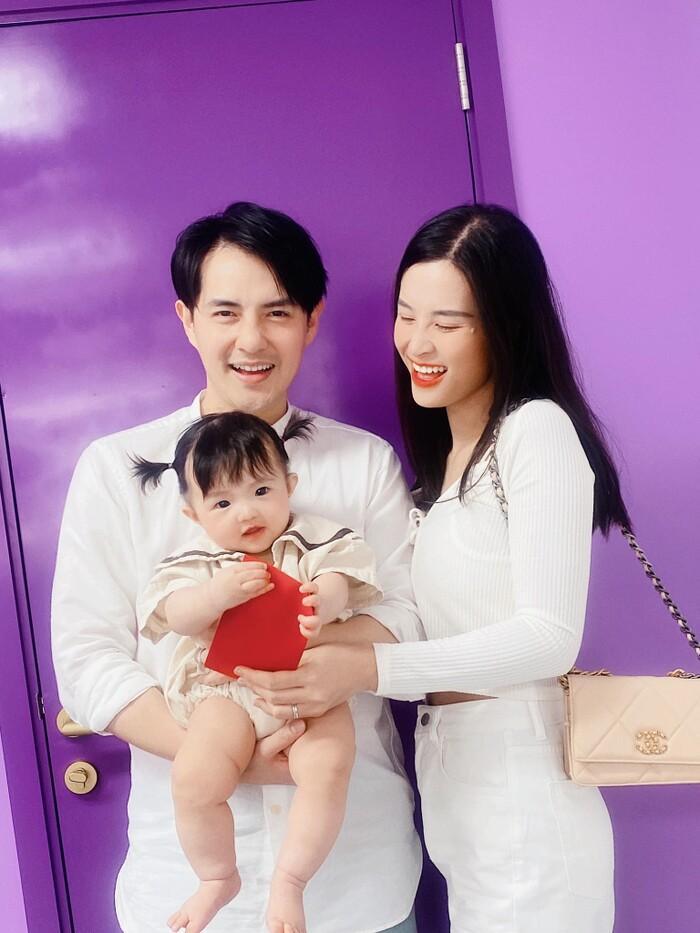 Khoe ảnh chụp cùng con gái cưng, Đông Nhi liền bị Mai Phương Thúy và loạt sao Việt trêu Ảnh 10