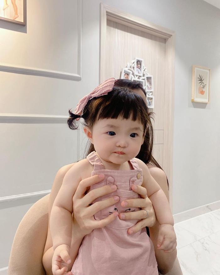 Khoe ảnh chụp cùng con gái cưng, Đông Nhi liền bị Mai Phương Thúy và loạt sao Việt trêu Ảnh 6