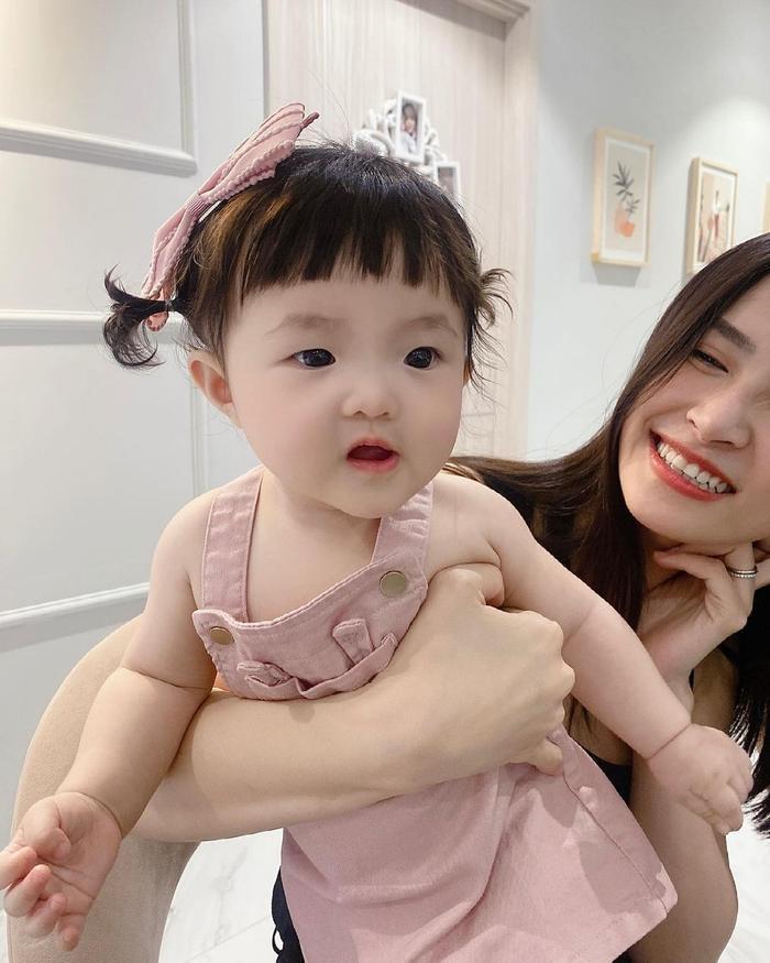 Khoe ảnh chụp cùng con gái cưng, Đông Nhi liền bị Mai Phương Thúy và loạt sao Việt trêu Ảnh 7