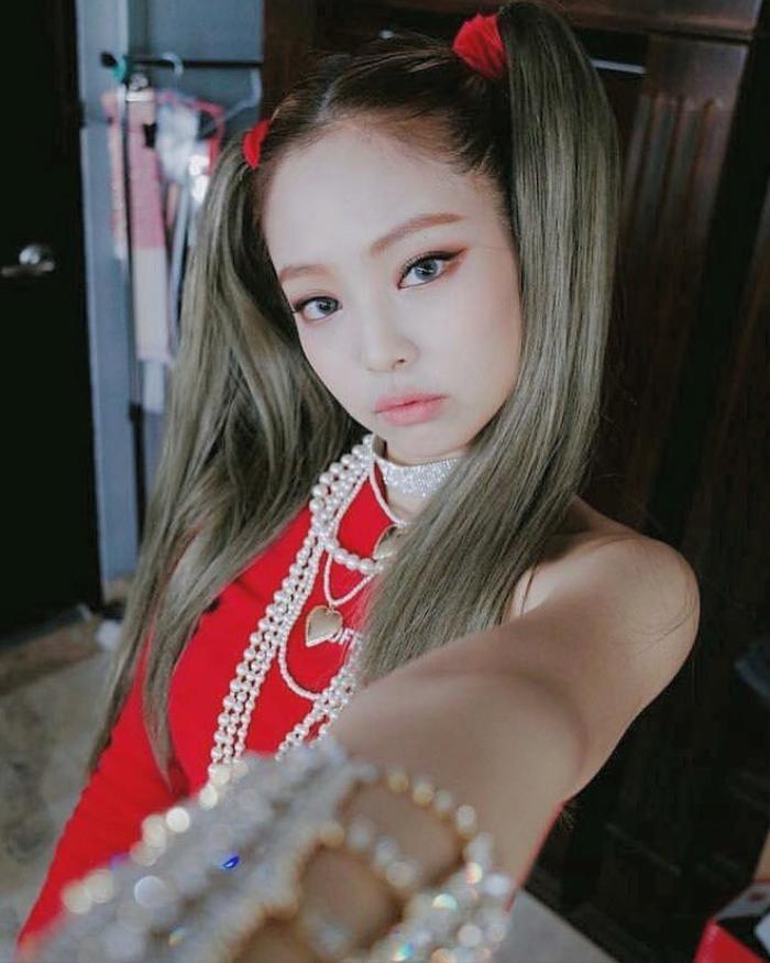 Hoa hậu Tiểu Vy mặc áo 'khoét' ngực đầy, buộc tóc hai chùm xinh như nữ idol Kpop Ảnh 4