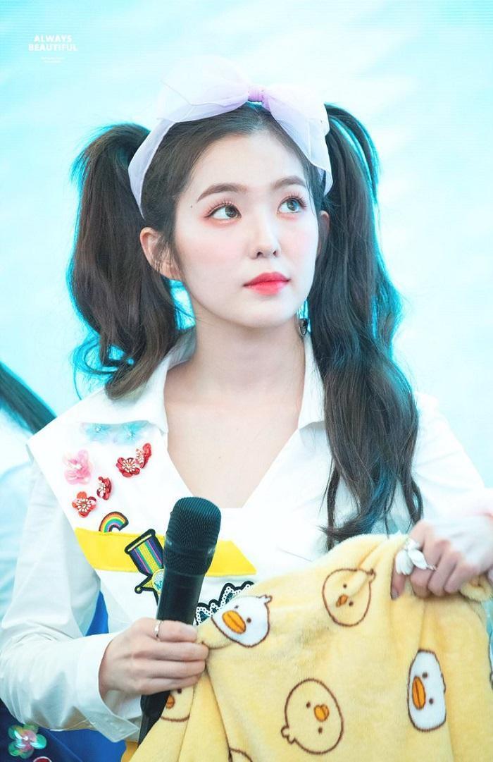 Hoa hậu Tiểu Vy mặc áo 'khoét' ngực đầy, buộc tóc hai chùm xinh như nữ idol Kpop Ảnh 6