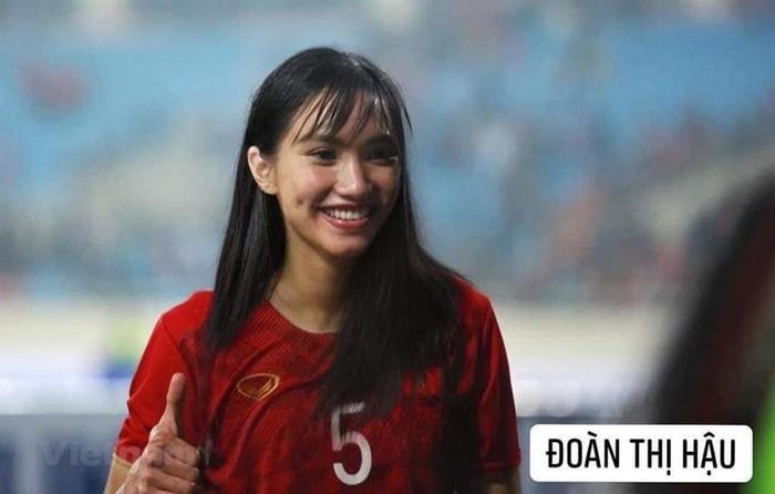Đội tuyển bóng đá Việt Nam bỗng hóa nữ tính: Duy Mạnh tóc mái up, HLV Park mới là điều gây bất ngờ Ảnh 1