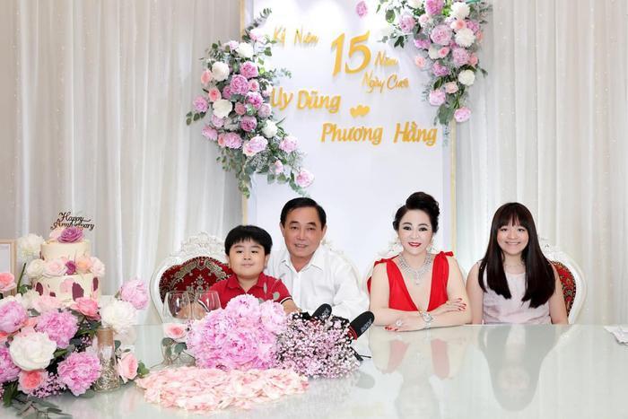 Nữ CEO Đại Nam tung bộ ảnh kỉ niệm 15 năm ngày cưới bên gia đình Ảnh 2