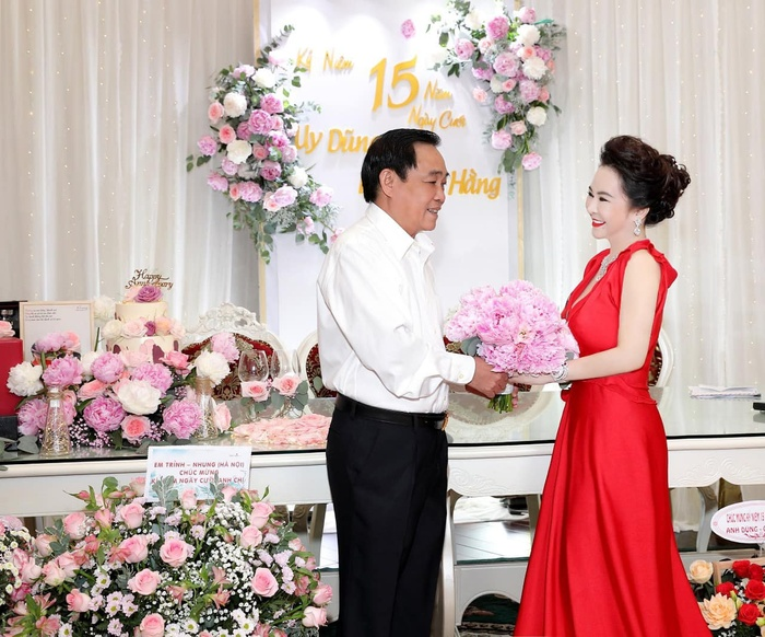 Nữ CEO Đại Nam tung bộ ảnh kỉ niệm 15 năm ngày cưới bên gia đình Ảnh 1