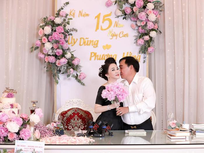 Nữ CEO Đại Nam tung bộ ảnh kỉ niệm 15 năm ngày cưới bên gia đình Ảnh 6