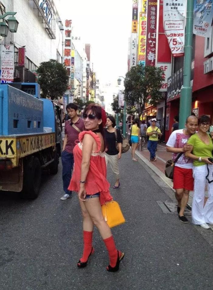 Phi Nhung bị 'đào' lại loạt ảnh mặc lố ở Nhật, fan chê thảm họa, diêm dúa Ảnh 3