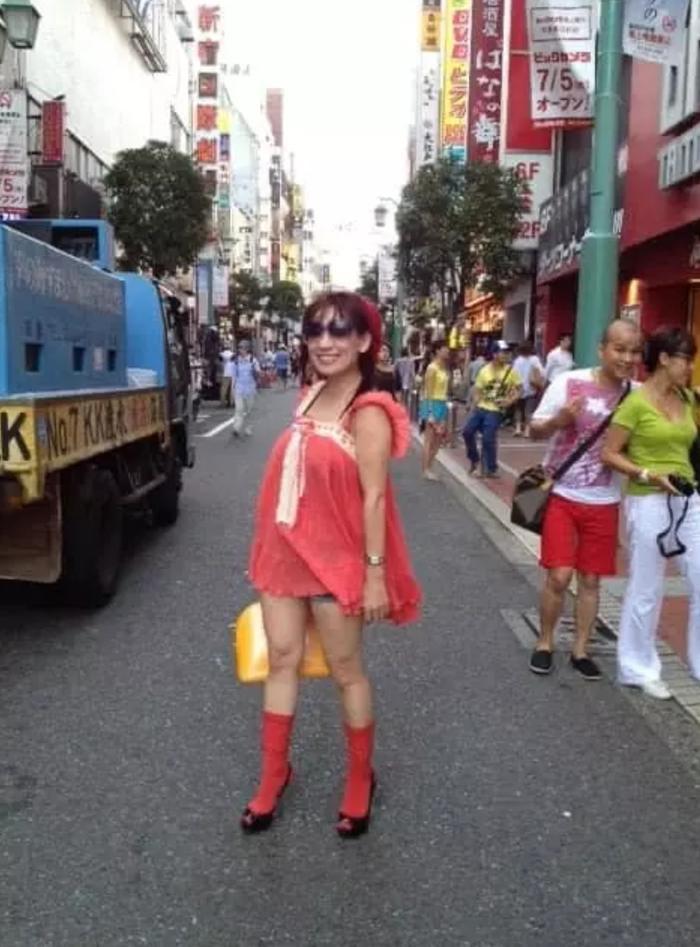Phi Nhung bị 'đào' lại loạt ảnh mặc lố ở Nhật, fan chê thảm họa, diêm dúa Ảnh 2