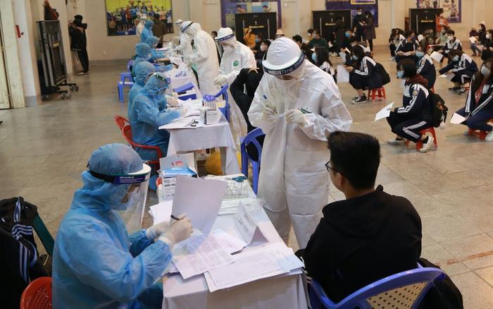 Hà Nội: Ghi nhận thêm 4 ca dương tính với SARS-CoV-2 liên quan đến chợ tại thị trấn Đông Anh Ảnh 1