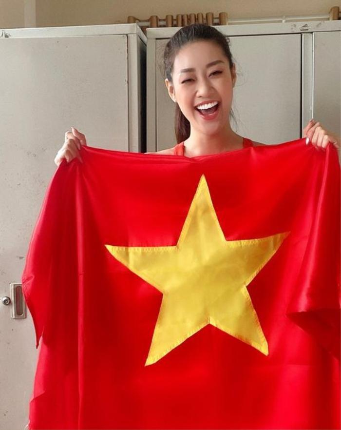 Mặc những lùm xùm bủa vây, Phi Nhung đăng clip đánh boxing, cổ vũ tuyển Việt Nam trước giờ G Ảnh 1