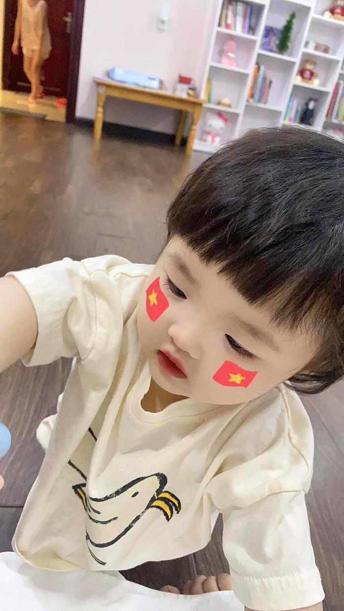 'Cổ động viên nhí' Winnie vẽ icon quốc kì siêu dễ thương tiếp sức cho đội tuyển Việt Nam trước giờ G Ảnh 5