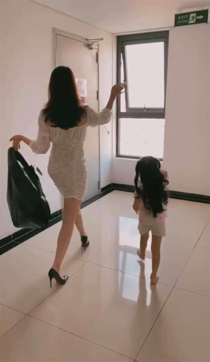 Bị chồng chê ở nhà ăn mặc 'lôi thôi', vợ đáp trả 'cực gắt' khiến dân tình phải ôm bụng cười