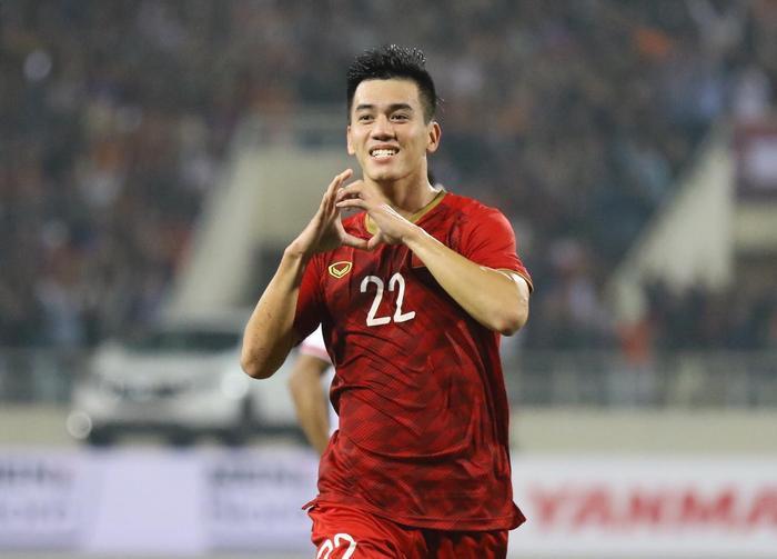 Việt Nam thắng Malaysia 2-1: Văn Hậu mắc sai lầm, Văn Toàn hóa người hùng! Ảnh 1