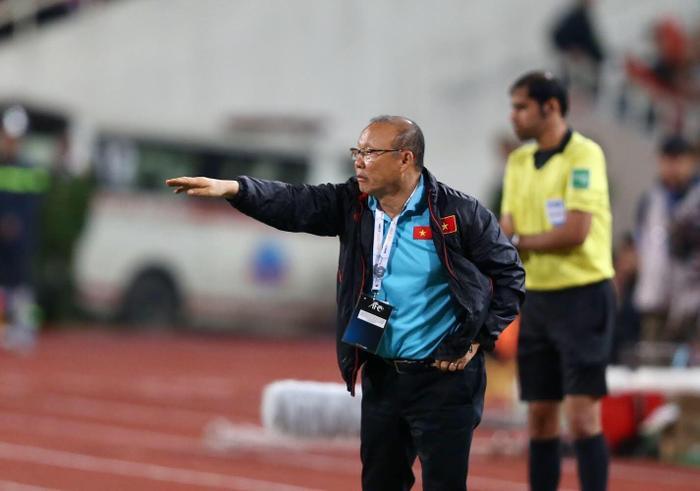 Bảo vệ học trò, HLV Park Hang Seo bị cấm chỉ đạo trận Việt Nam - UAE Ảnh 1