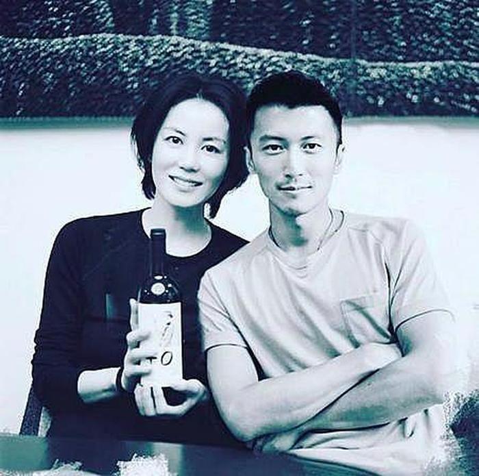 Đã 51 tuổi, Vương Phi vẫn liều mạng sinh con cho tình trẻ Tạ Đình Phong? Ảnh 8