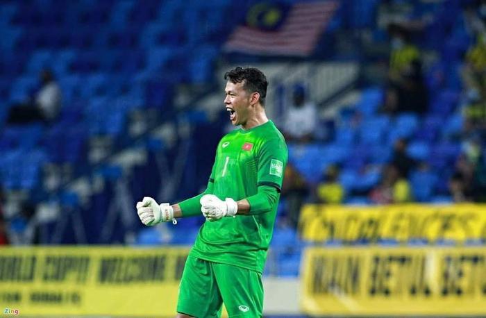 Phản ứng của thủ môn Bùi Tấn Trường khi được Trương Quỳnh Anh 'nói lời yêu' Ảnh 1